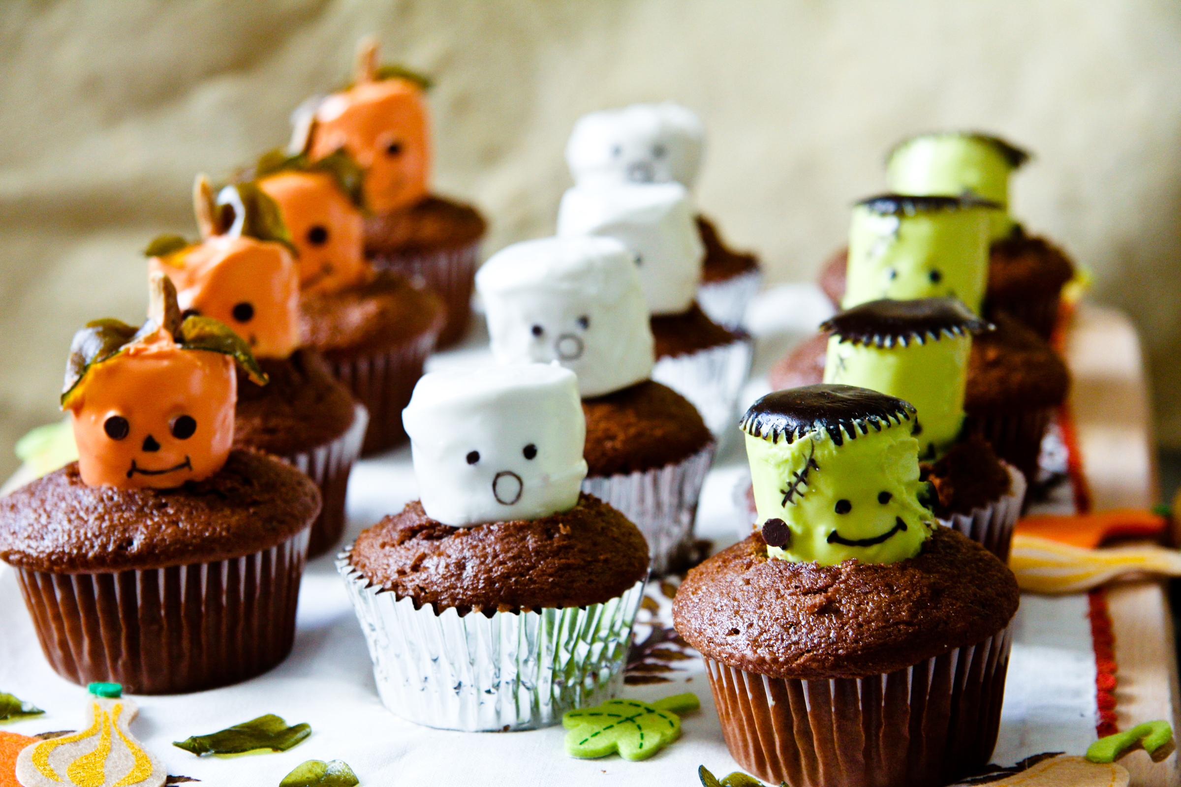 How to Make Halloween Cupcakes | ChefJulieYoon.com