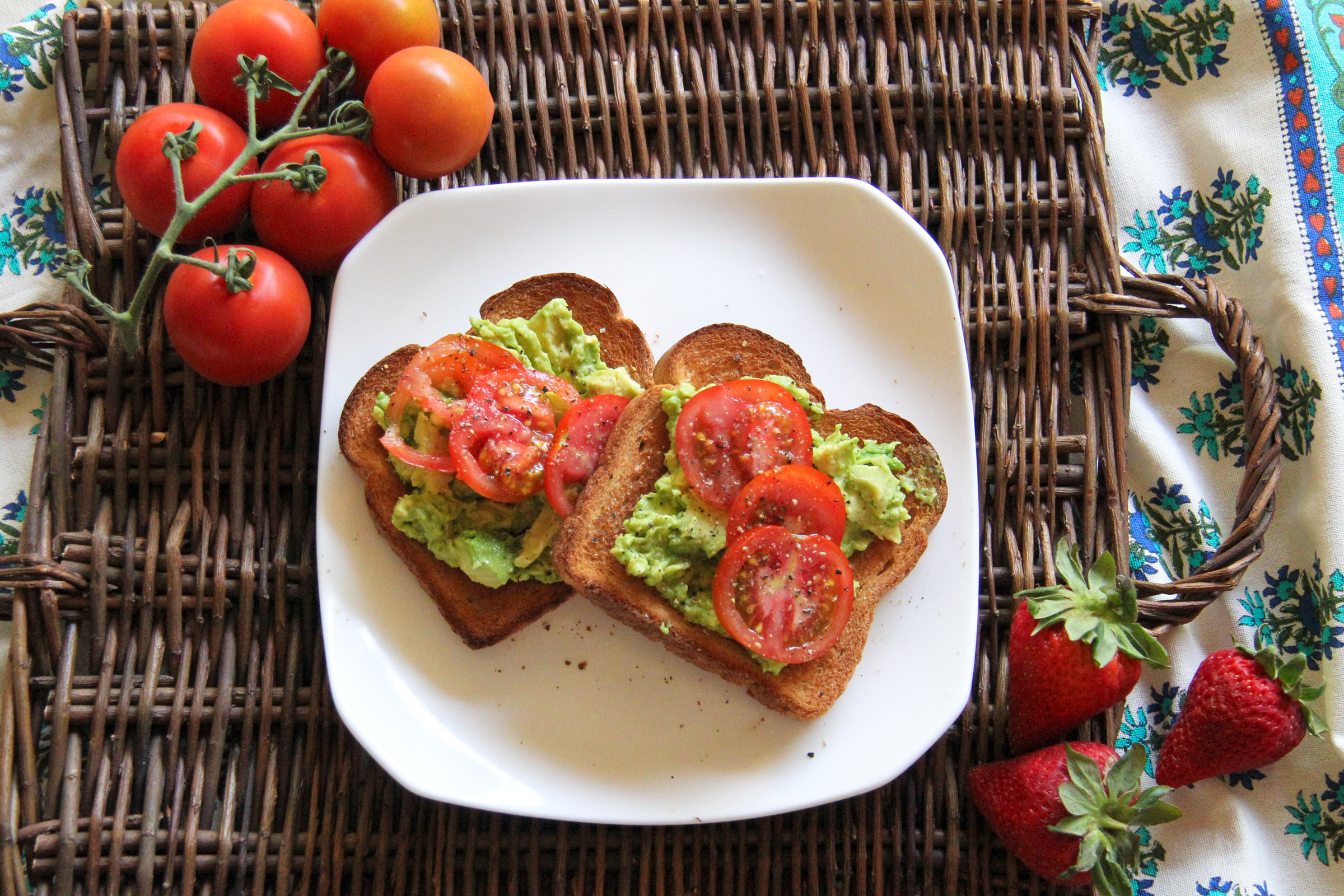 easy breakfast idea: avocado toasts